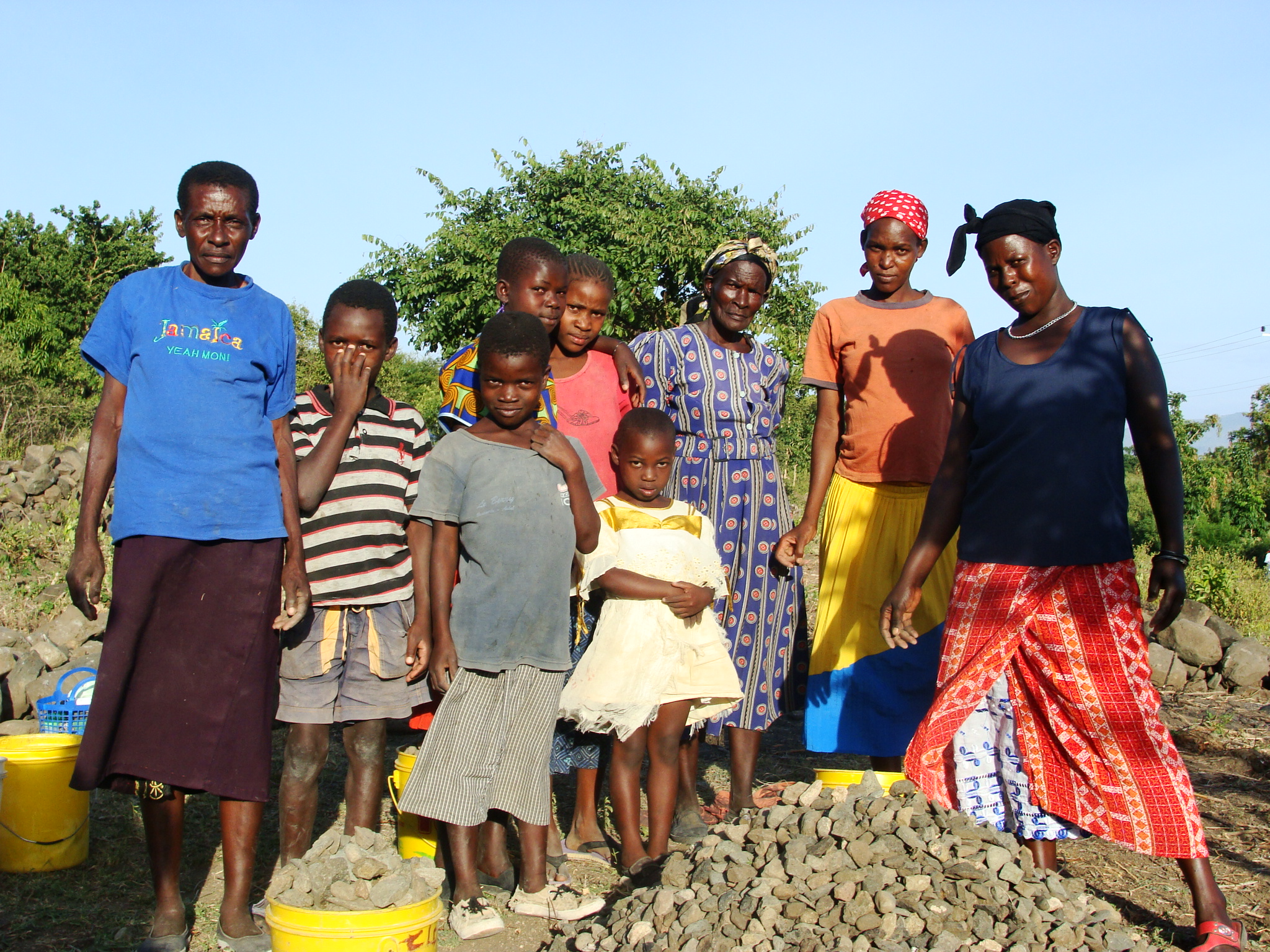During construction, we purchased ballast and sisal fibers from local families, January 2009.